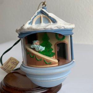 1987 Hallmark Light & Motion Ornament